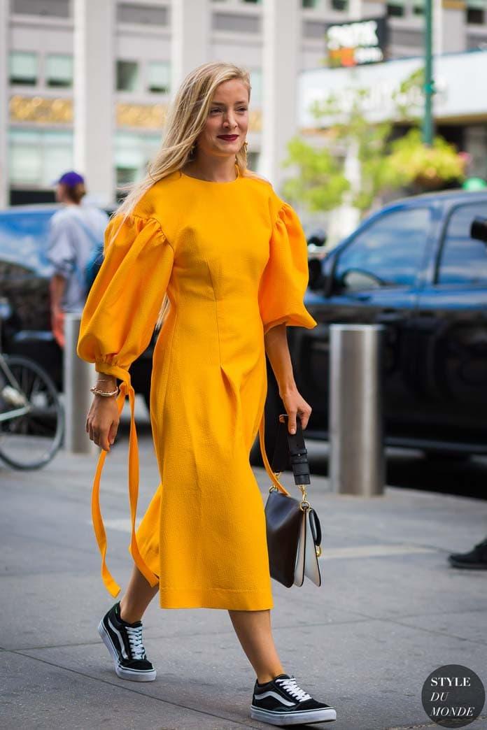 Κίτρινο μίντι φόρεμα με φουσκωτά μανίκια