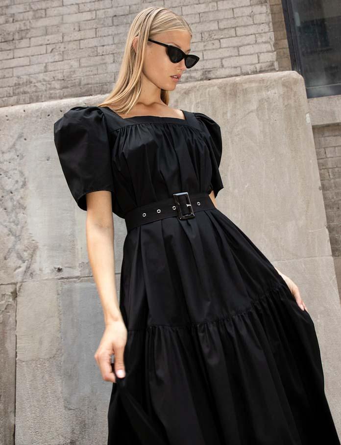 Μακρύ μαύρο φόρεμα με ζώνη και φουσκωτά κοντά μανίκια
