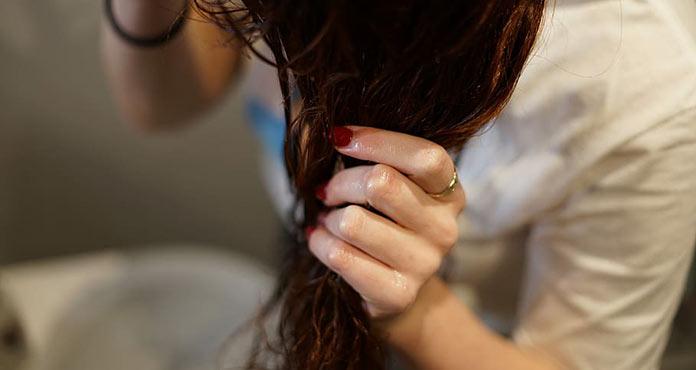 Ξέπλυμα με ξύδι στα μαλλιά
