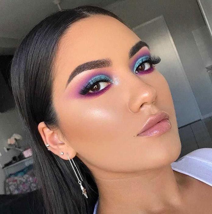 Χρωματιστό smokey eyes με μωβ, ροζ και γαλάζιο χρώμα σκιάς ματιών