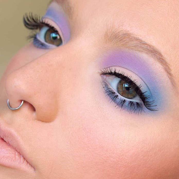 Παστέλ μακιγιάζ ματιών με μωβ, ροζ και γαλάζιο χρώμα σκιών