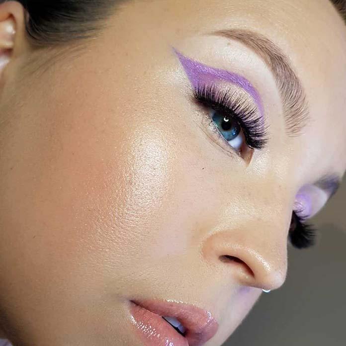 Απαλό cut crease με λιλά γραμμή eyeliner