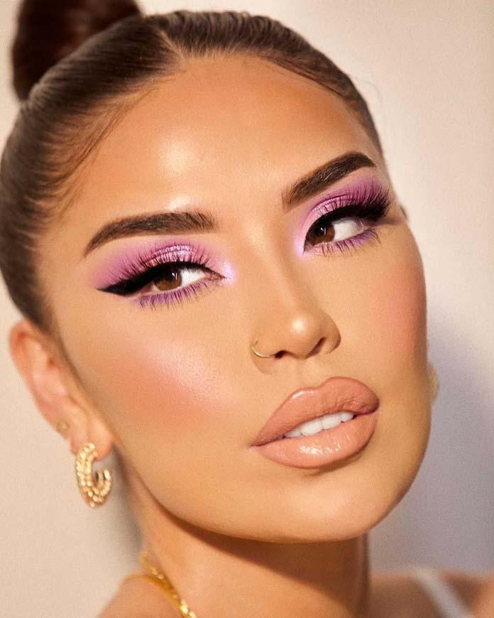Σέξι μωβ - ροζ μακιγιάζ ματιών με απαλά χείλη
