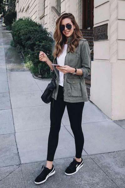 Καθημερινό street style look με μαύρο κολάν και αθλητικά