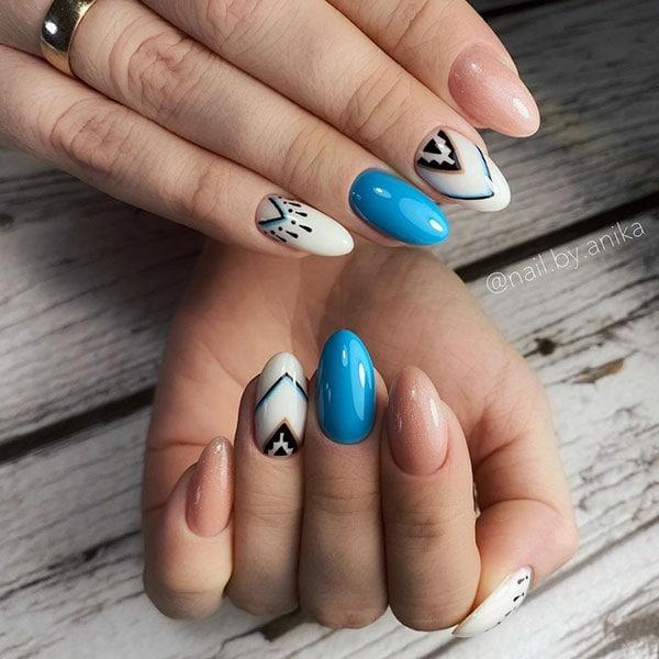 Boho nail art με γαλάζιο, άσπρο και μαύρο