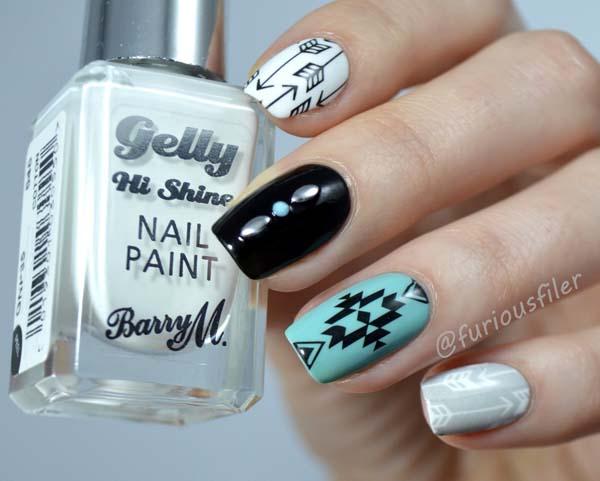 Boho nails σε άσπρο, μαύρο και γαλάζιο χρώμα