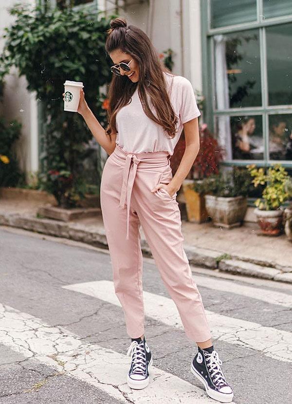 Sporty chic ντύσιμο με paper bag ροζ παντελόνι