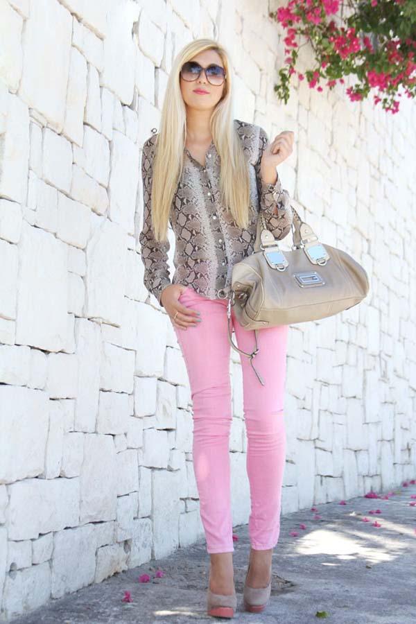 Ροζ παντελόνι σε συνδυασμό με πουκάμισο animal print