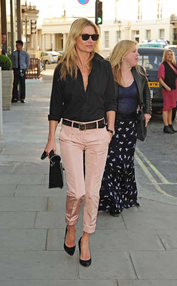 Απαλό ροζ cigarette παντελόνι με μαύρο πουκάμισο