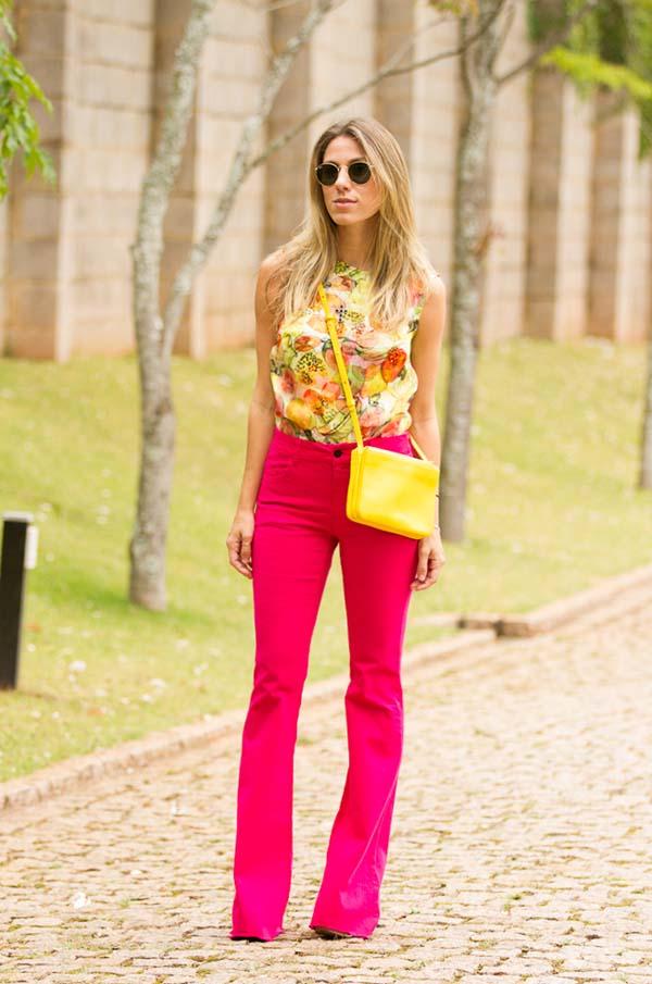 Κίτρινο φλοράλ μπλουζάκι και φούξια παντελόνι