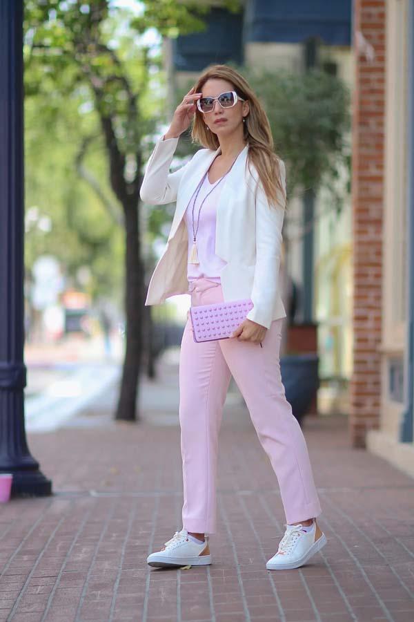 Λευκό σακάκι, λιλά top και ροζ παντελόνι