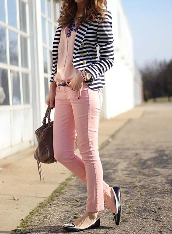 Ριγέ ασπρόμαυρο σακάκι με total pink look