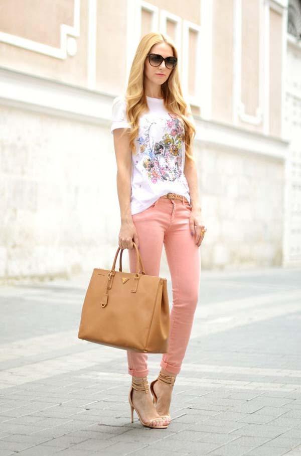 Άσπρο φλοράλ t-shirt και ροζ τζιν