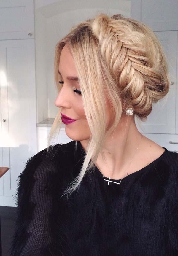 Χτένισμα με μαλλιά πιασμένα σε πλεξούδα στεφάνι