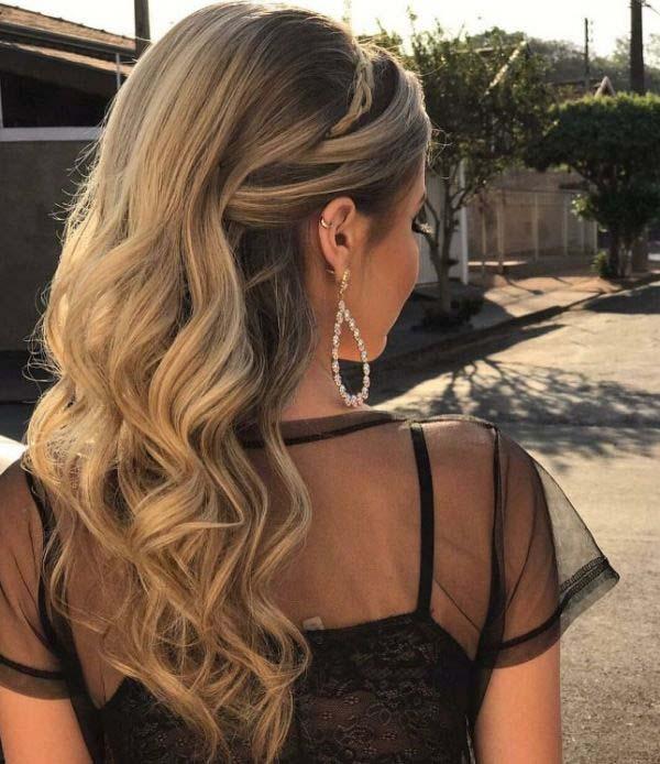 Ανάλαφρες μπούκλες και πιάσιμο μισά μαλλιά πάνω