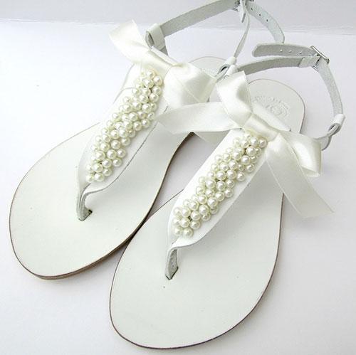 Λευκά νυφικά σανδάλια με πέρλες και σατέν φιόγκο - jamjar