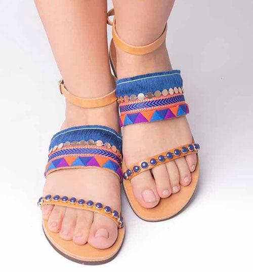 Boho χειροποίητα μπλε σανδάλια με κρόσσια, φλουριά και πέτρες - Sandalia sti stoa