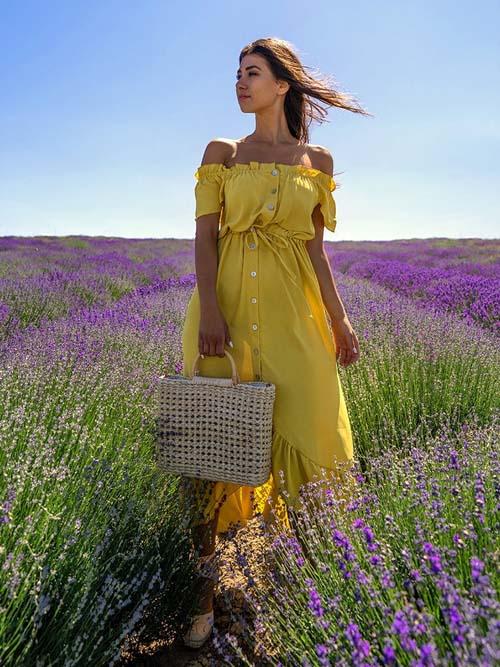 Ασύμμετρο κίτρινο μακρύ φόρεμα με έξω τους ώμους και ζωνάκι - fashionroom.gr