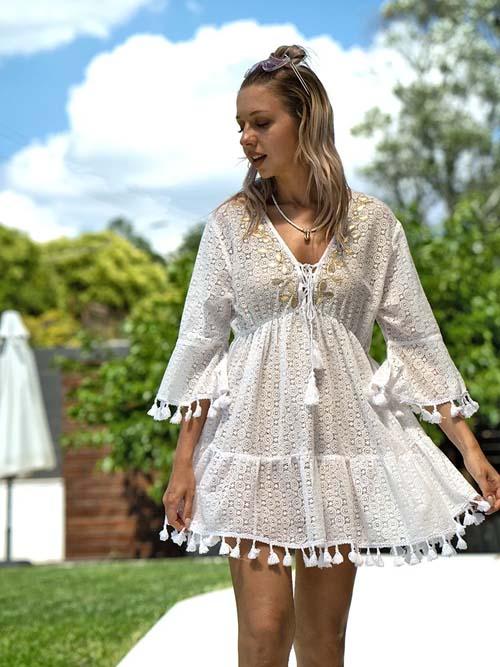 Boho λευκό κροσέ φόρεμα παραλίας με κρόσια - fashionroom.gr