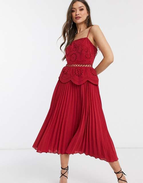 Κόκκινο μίντι φόρεμα με γκιπούρ μπούστο και πλισέ φούστα - ASOS