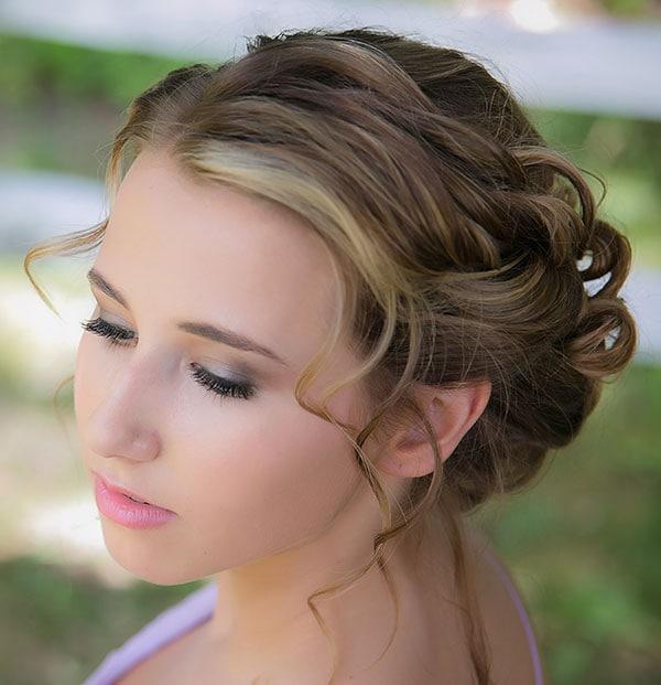 Νεανικό απαλό μακιγιάζ για κουμπάρα σε γάμο