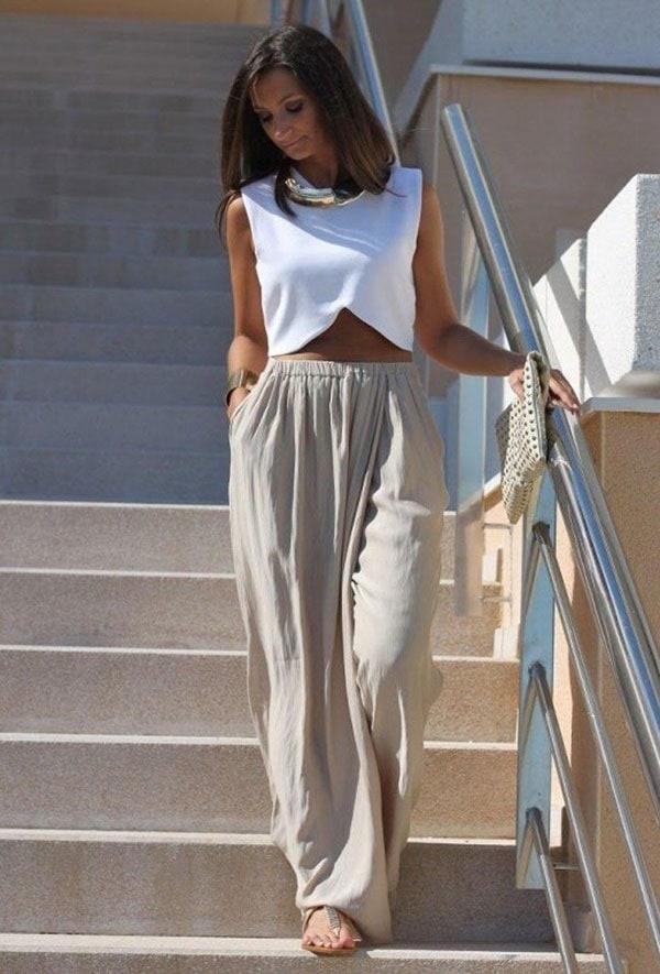 Μπεζ λινή παντελόνα και λευκό αμάνικο crop top