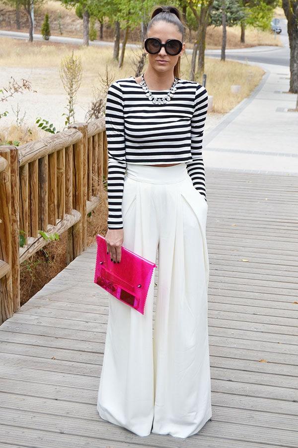Ντύσιμο με βραδινή ψηλόμεση λευκή παντελόνα και ριγέ μακρυμάνικο crop top