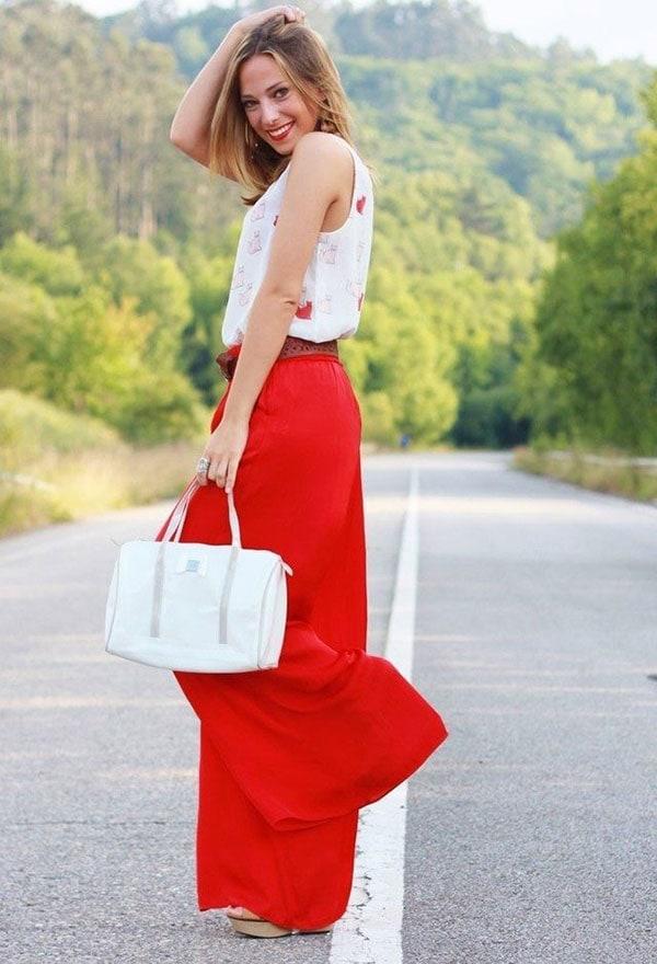 Κομψό ντύσιμο με κόκκινη φαρδιά ψηλόμεση παντελόνα και αμάνικη μπλούζα