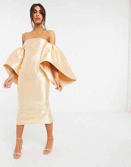 Midi βραδυνό φόρεμα με φουσκωτά μανίκια και έξω τους ώμους