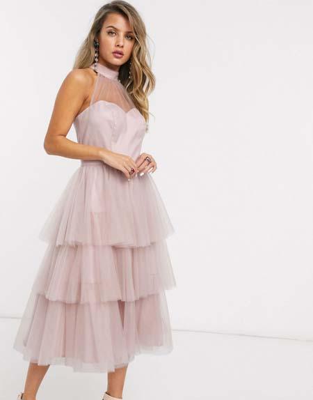 Midi τούλινο halter φόρεμα με επίπεδα στη φούστα