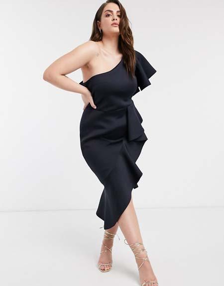 Midi βραδινό εφαρμοστό φόρεμα για παχουλές με βολάν και έναν ώμο