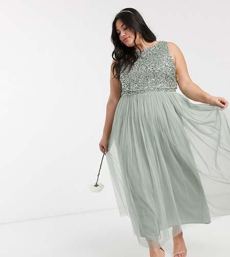 Αμπιγιέ φόρεμα για παχουλές με τούλινη φούστα και παγιέτες στο μπούστο