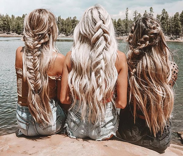 Boho χτενίσματα με μισά σπαστά μαλλιά πιασμένα με πλεξούδα