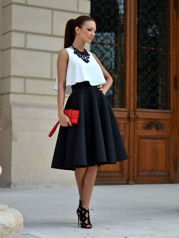 Μαύρη μίντι κλος φούστα με άσπρο τοπ για γάμο