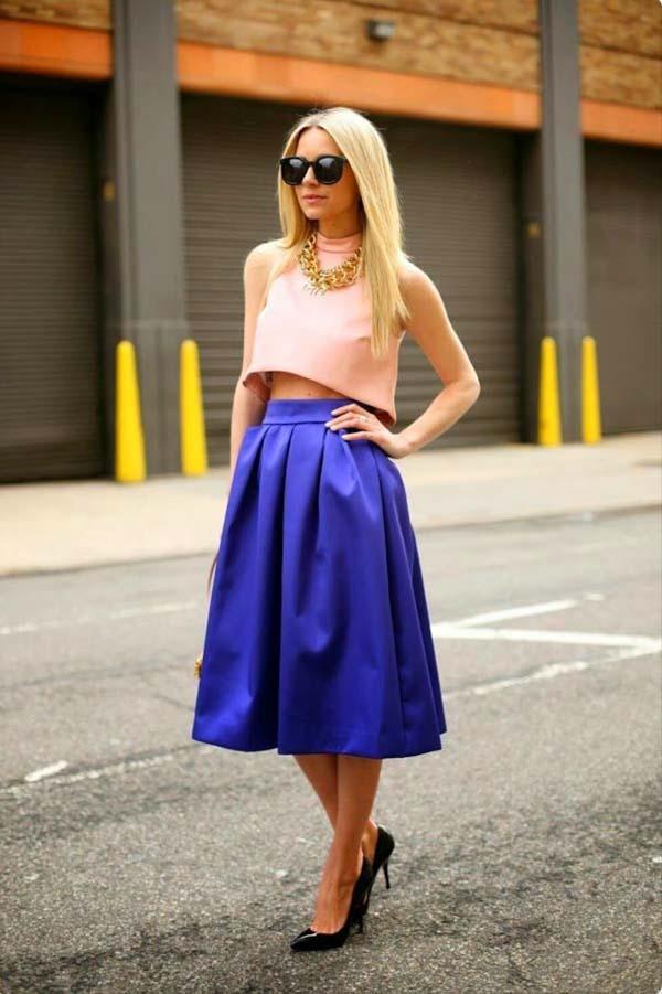 Ροζ crop top και μωβ - μπλε κλος ψηλόμεση μίντι φούστα