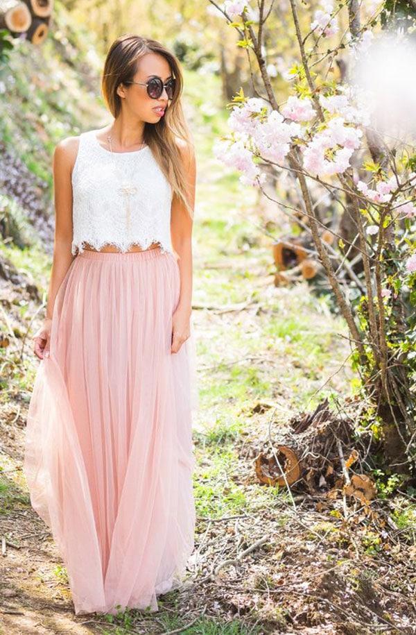 Δαντελένιο λευκό crop top με ροζ μακριά ψηλόμεση φούστα για γάμο