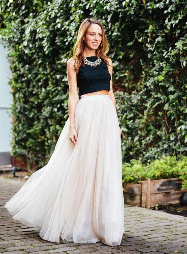 Λευκή μακριά τούλινη φούστα με μαύρο crop top