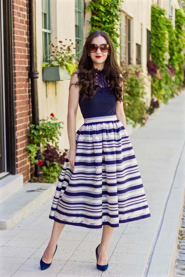 Μπλε αμάνικη μπλούζα και ριγέ ψηλόμεση κλος μίντι φούστα για γάμο ή βάπτιση