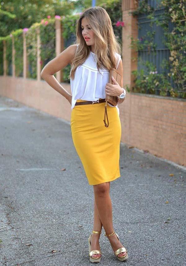 Άσπρη αμάνικη μπλούζα και κίτρινη midi pencil φούστα