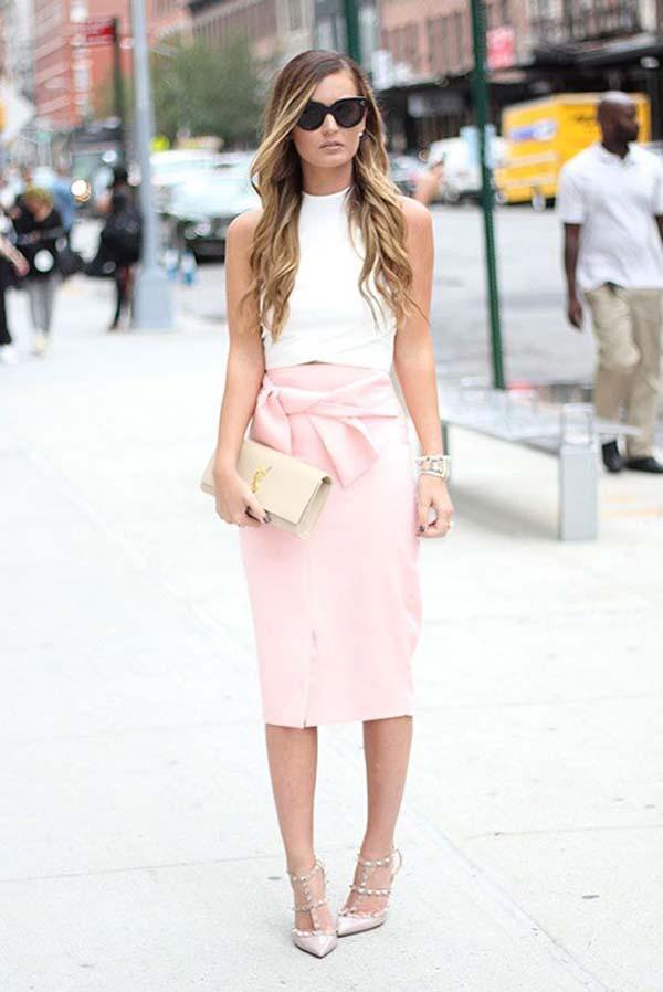 Άσπρο αμάνικο τοπ με ροζ πένσιλ φούστα με φιόγκο