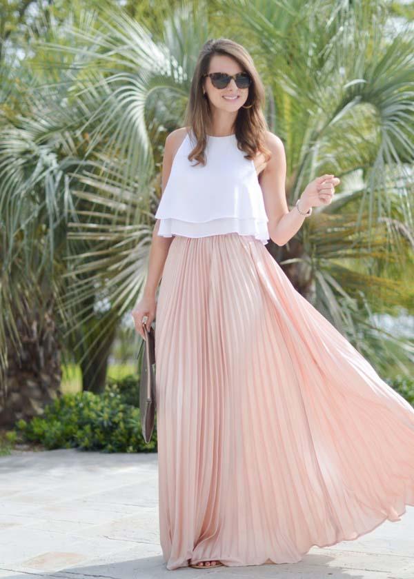 Λευκή μπλούζα και ροζ ψηλόμεση μακριά πλισέ φούστα για γάμο