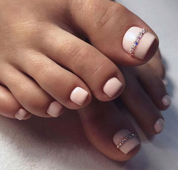 Nude ροζ νύχια ποδιών με στρας