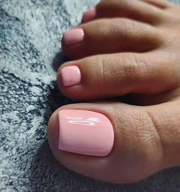 Μονόχρωμα ροζ νύχια ποδιών νύφης