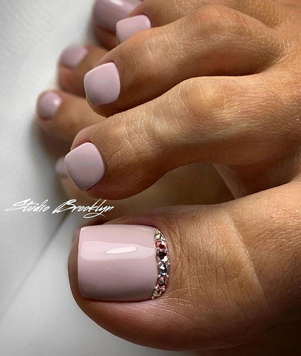 Ροζ νυχια ποδιών νύφης με στρας