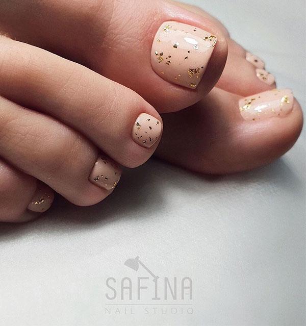 Απαλό ροδακινί σχέδιο με χρυσόσκονη στα νύχια ποδιών νύφης