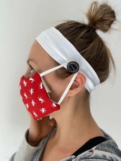 Messy ψηλός κότσος με κορδέλα και μάσκα πραστασίας