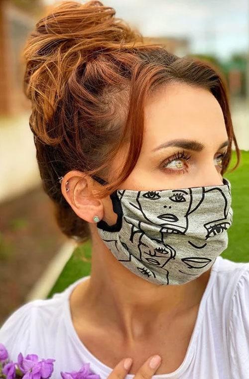 Messy bun με μάσκα προστασίας