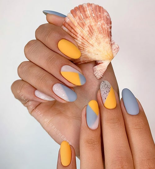 Nude κίτρινα γκρι summer nails
