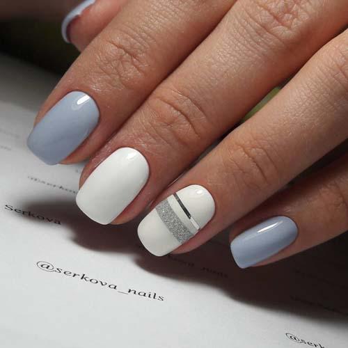 Γαλάζια - λευκά summer nails με ασημί γραμμές