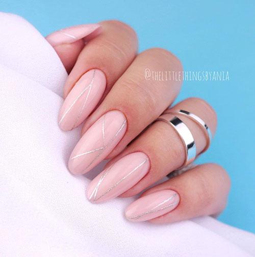 Ροζ νύχια με ασημί γραμμές